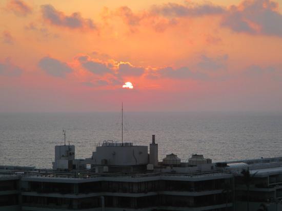 Kanehide Onna Marine View Palace: 部屋から夕日がきれいでした