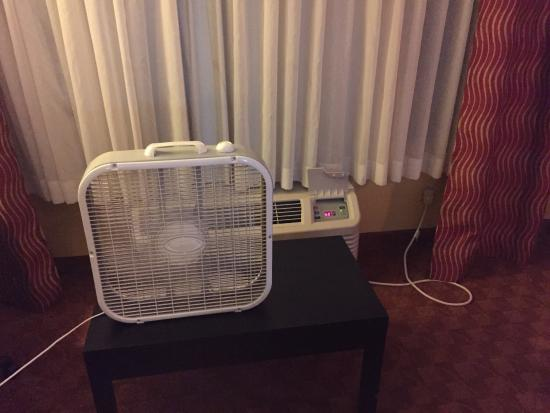 Holiday Inn Express Hotel & Suites Shelbyville: AC not working. Was offered a box fan. Nightmare!!!