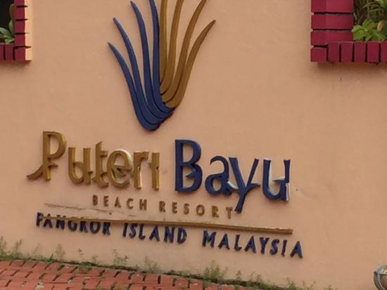Puteri Bayu Beach Resort: Bit like a war zone. Whole place needs total renovation.. No comment on the breakfast and servic