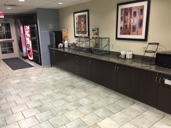 Microtel Inn & Suites by Wyndham Geneva: breakfast area