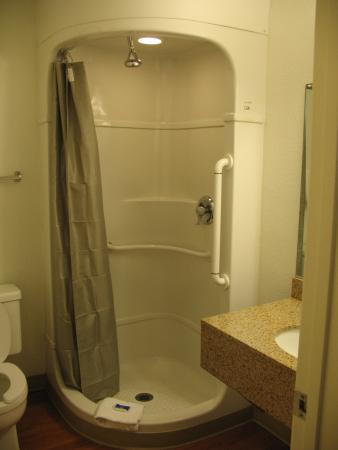 Motel 6 Twin Falls: Shower, or space capsule?
