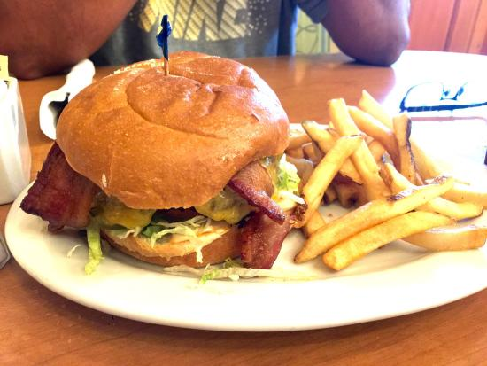 Elmer's Restaurant - Grants Pass: Bacon Cheeseburger with Tillamook cheddar... This was a great burger. Every bite was loaded with
