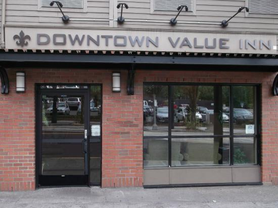 Downtown Value Inn: Front