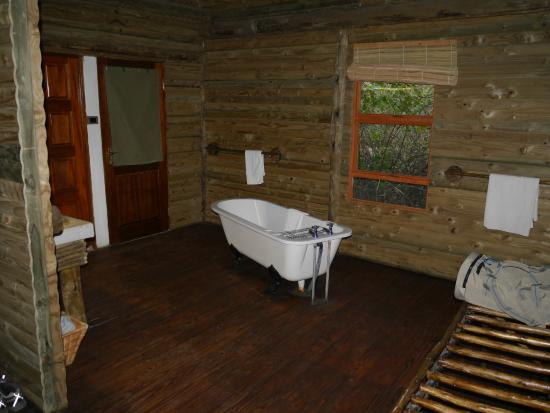 Nata Lodge: Designstück Badewanne