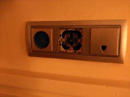 Hotel ATH Portomagno: enchufes del dormitorio