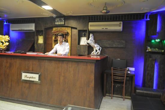 Hotel Vishal Residency: Reception