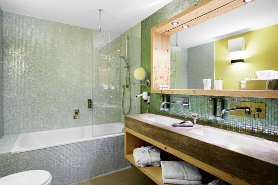 Pure Entspannung In Unseren Schonen Badern Bild Von Das Posthotel