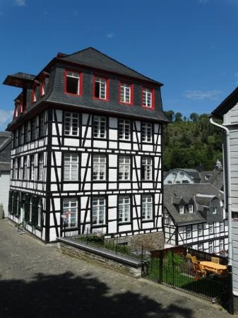 Eifeldom Monschau-Kalterherberg: Wonderful example of the distinctive Fachbau houses.