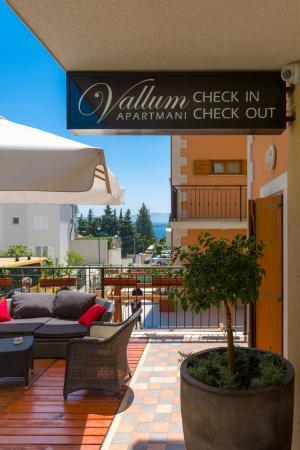 Vallum Apartments, Bol Island Brac