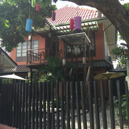 Siri Kamsan Hotel: Hotel front