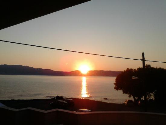 Hotel Stavroula Palace: Wschód słońca widziany z balkonu