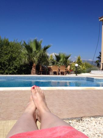 Polemi, Chipre: Poolside with my feet up!