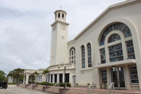 聖母マリア大聖堂, 大きく美しい教会です。