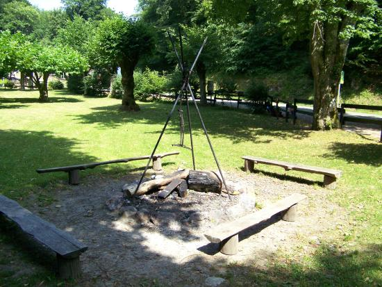 Malvezie, فرنسا: vuurplaats bij de camping