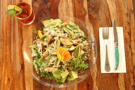 Cafe Yehoshua: Summer Salad and Cold Tea