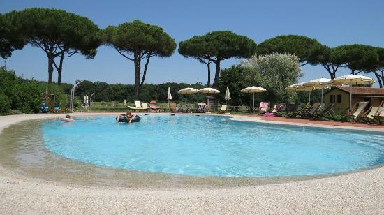 La fattoria di tirrenia country resort tirrenia itali foto 39 s reviews en prijsvergelijking - Bagno golf tirrenia ...