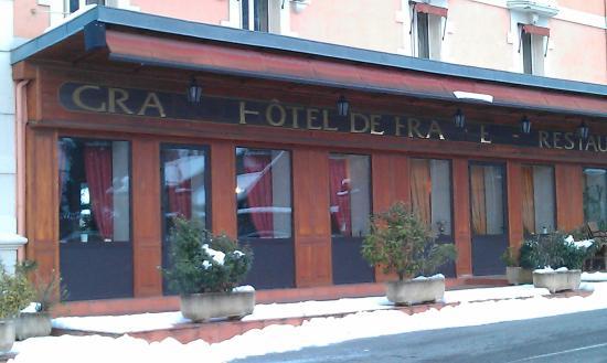 Grand Hotel De France : Le Grand Hôtel De France side view of the salon