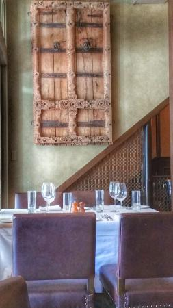 Ristorante Toscano: Antique door panels as wall hangings