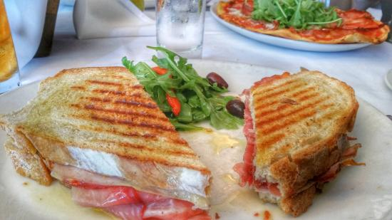 Ristorante Toscano: Delicious panini with arugula and olive side salad