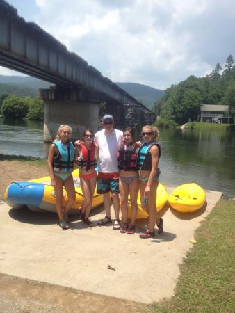 Hiwassee Outfitters Campground: Part of our group after the ride!