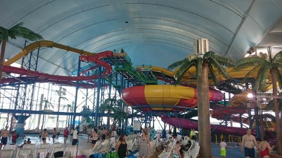 Fallsview Indoor Waterpark: Rutschenvielfalt....