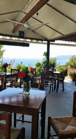 La Sirena Apartments : HIllside restaurant