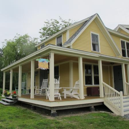 Chocolate Chip Bed and Breakfast: Front of Chocolate Chip B&B