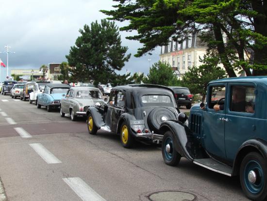 rassemblement de vieilles voitures photo de office de tourisme de courseulles sur mer. Black Bedroom Furniture Sets. Home Design Ideas