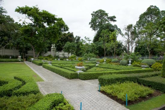 A building in Dusit Palace Park. - Picture of Dusit Park, Bangkok - TripAdvisor