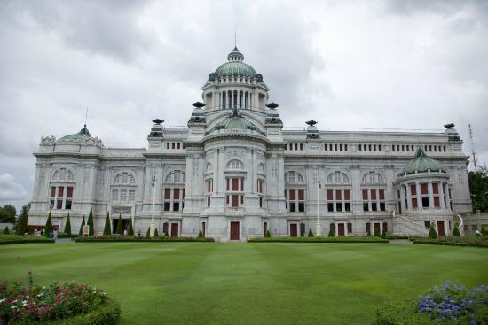 قاعة العرش أنانتا ساماخوم الاماكن السياحية في بانكوك تايلاند