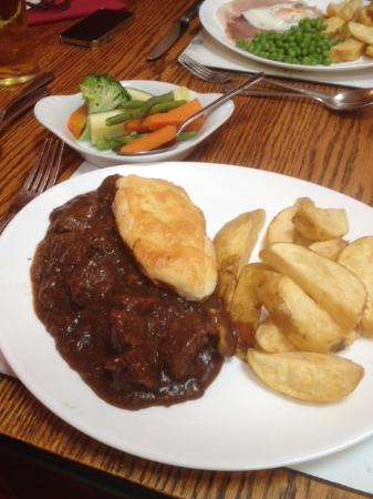 The George Inn: Was lovely thick tasty gravy and pipping hot