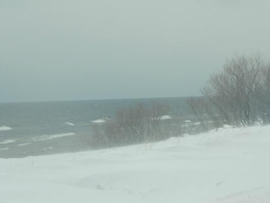 Snug Harbor Resort : Lake Michigan in the winter