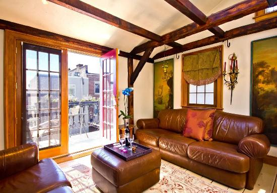 Salem Court Suite, sitting room with balcony overlooking ...