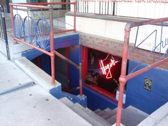 Hugo's Restaurant : entrance