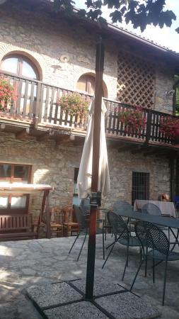 Cascina-3 - Foto di Hotel Cascina Belvedi, Ubiale Clanezzo ...