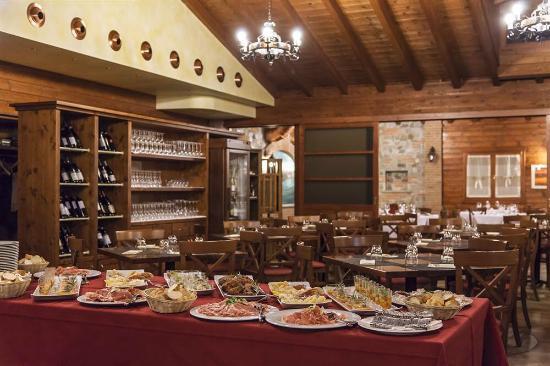 Chalet: Sala Pizzeria/Griglieria
