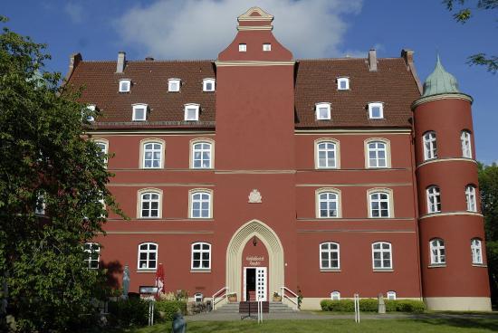 Spyker, Germany: Hotel: Westfassade