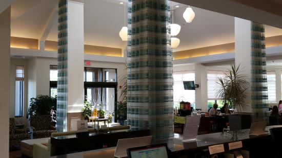 Hilton Garden Inn Plymouth: Partial Picture of the Lobby area from Font Desk area - Spacious Area