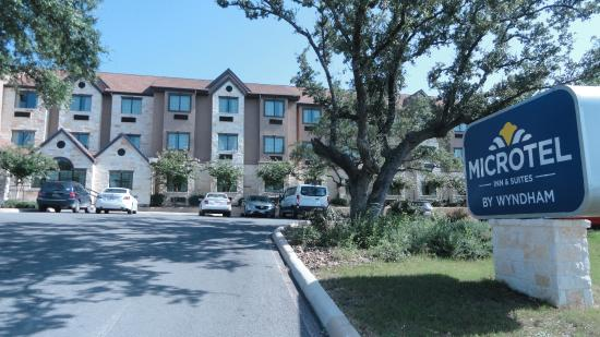 Microtel Inn & Suites by Wyndham San Antonio by Seaworld : Frente do hotel