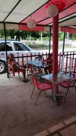 Panaderia & Heladeria Princesa Bakery & Ice Cream Parlor: Esperando un queque