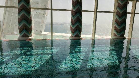 Burj Al Arab Jumeirah: Indoor pool on 18th floor