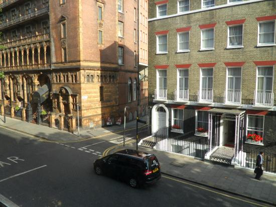 President Hotel: Window view and the side street opposite led to the Russel Sq tube station, Pret a manger and TE