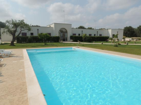 Corte dei Melograni Hotel Resort : struttura centrale e piscina
