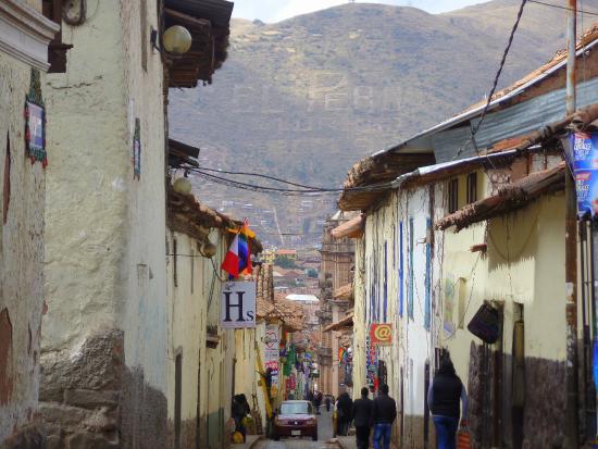 Hostal Quipu Cusco: Rua do hostel