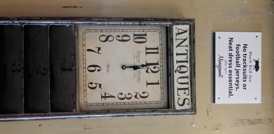 Дрогеда, Ирландия: Antique Clock