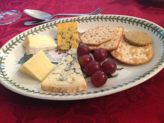 Birch Cottage : Cheese and biscuits