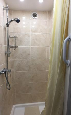 The Guanock Hotel : Ensuite Shower