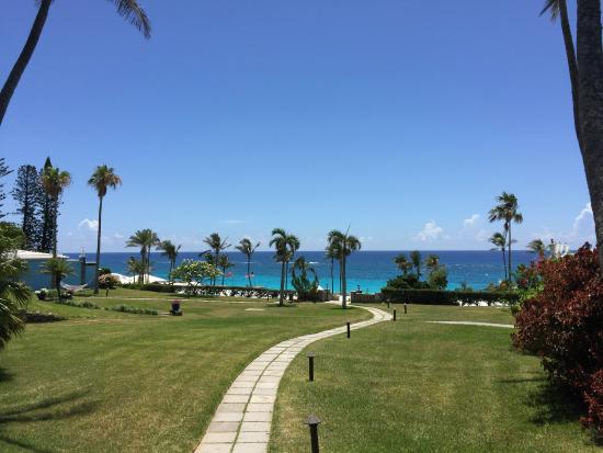 Elbow Beach, Bermuda: Lovely grounds