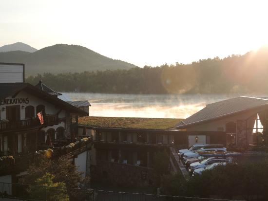 Mountain View Inn: Lake Placid in early morning