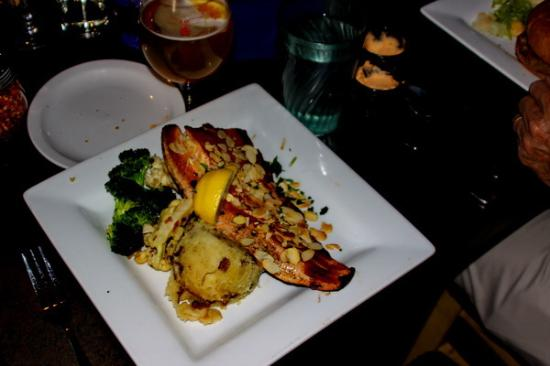 Boatyard Pizzeria & Grill: Almond crusted trout